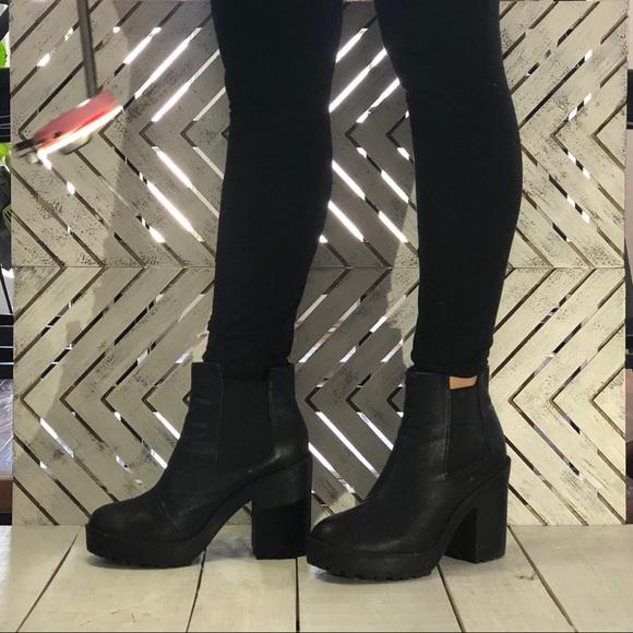 d20389b7bf8 H&M Divided Faux Leather Short Platform Boots